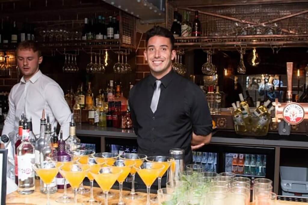 cocktail bartender hire chester - flirtina events